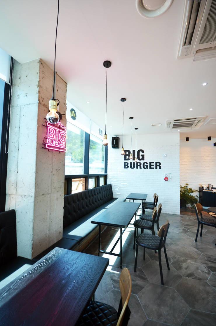 거제 빅버거 – 상업 인테리어 : 보노야디자인의  레스토랑