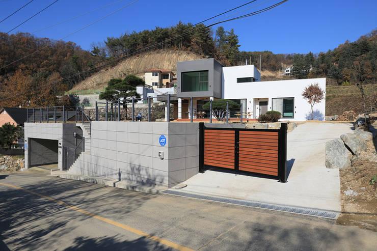Casas de estilo moderno por 공감로하 건축사사무소