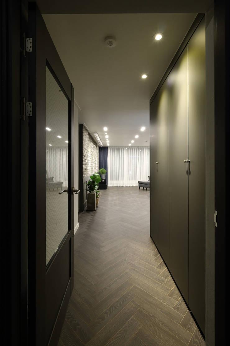 남양주 아파트 인테리어: 와이피스페이스의  복도 & 현관