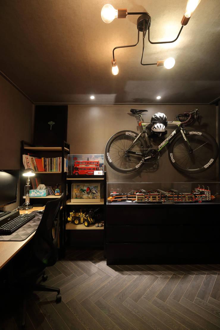 남양주 아파트 인테리어: 와이피스페이스의  서재 & 사무실