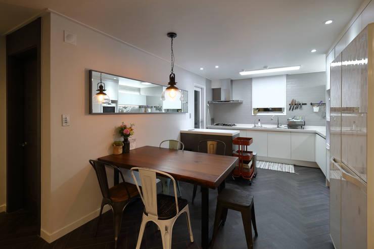 남양주 아파트 인테리어: 와이피스페이스의  다이닝 룸
