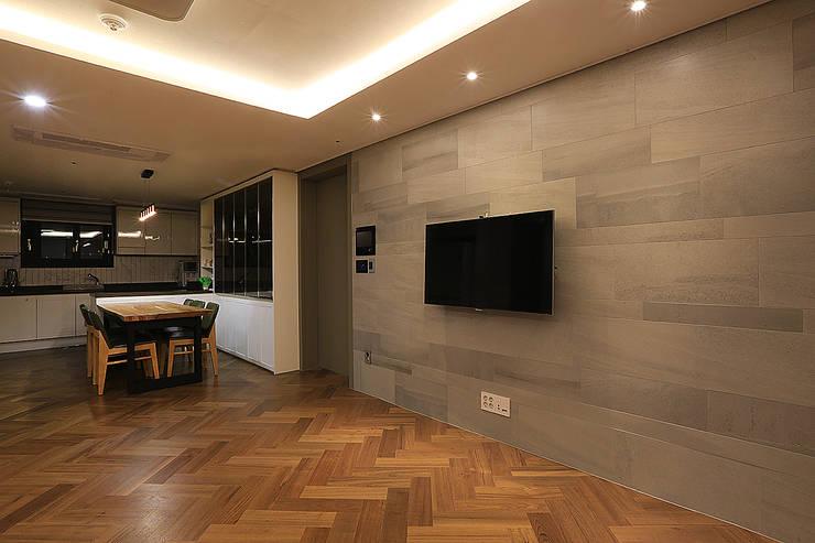Living room by 일곱기둥 인테리어