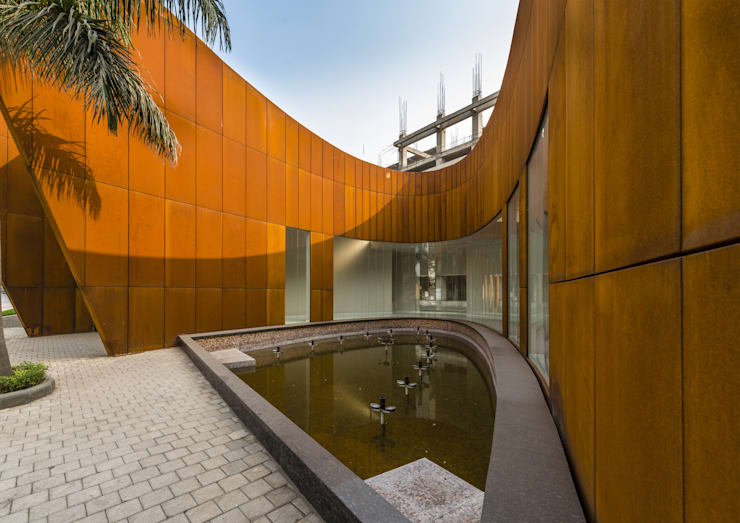 THE CRESCENT : modern Houses by SANJAY PURI ARCHITECTS