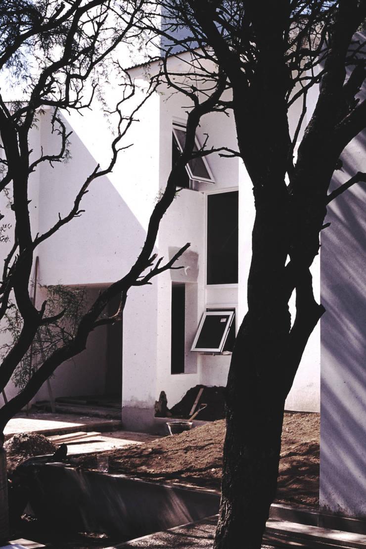 Casa GL: Casas de estilo  por Development Architectural group