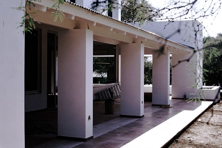 Casa GL: Jardines de estilo  por Development Architectural group