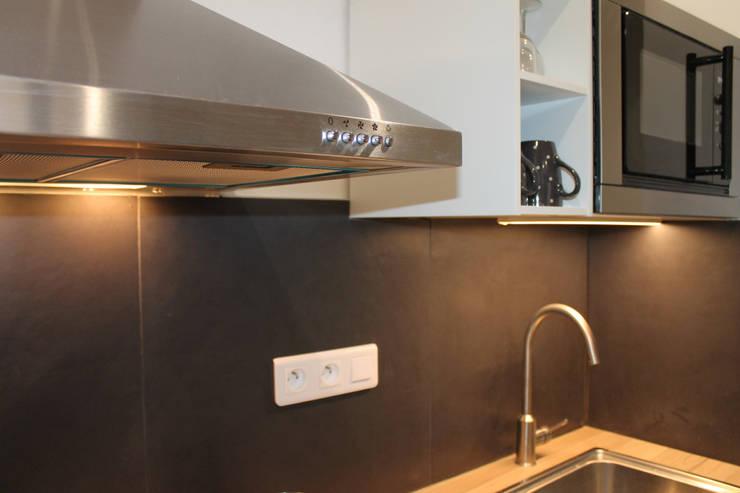 Modern Kitchen by Agence ADI-HOME Modern Sandstone