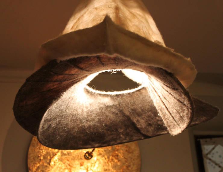 ARO_ una calla rovesciata gioca con la luce: Casa in stile  di ARCH. CRISTINA MASCHIO