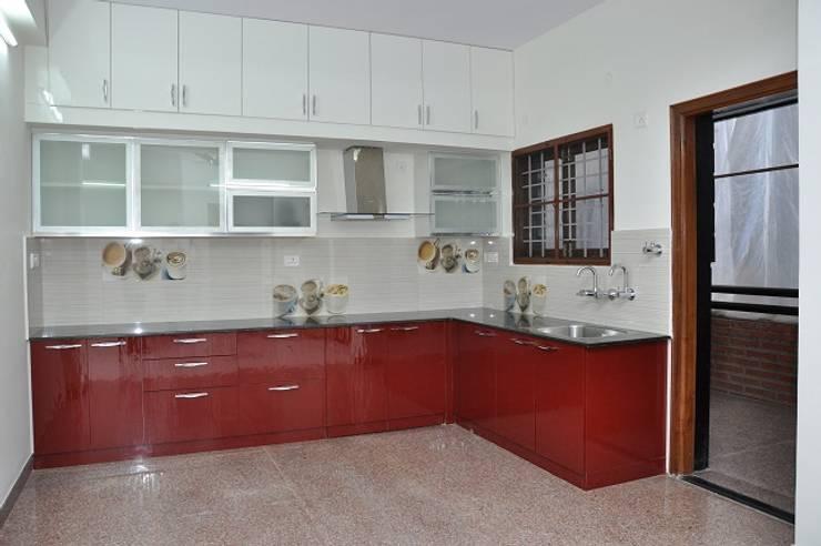L Shaped Kitchen: asian Kitchen by Scale Inch Pvt. Ltd.