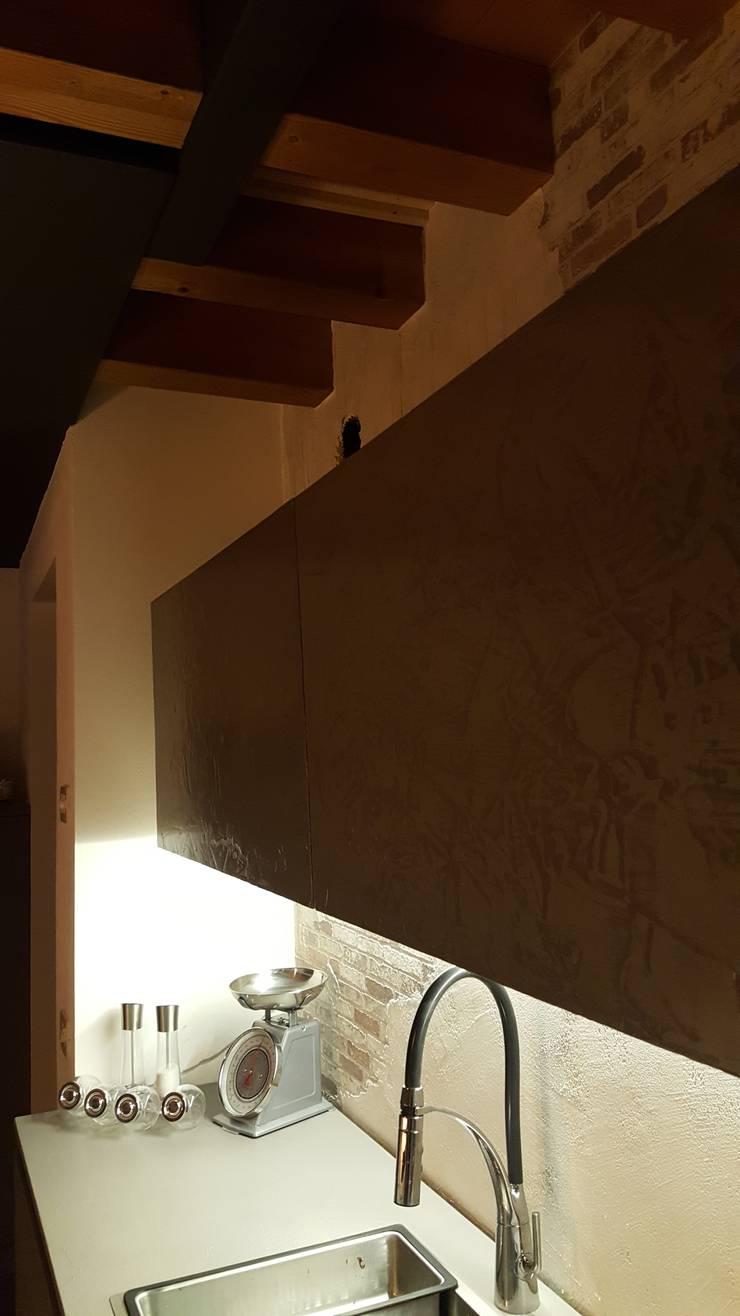 HOME _ INDUSTRIAL: Sala da pranzo in stile  di ARCH. CRISTINA MASCHIO