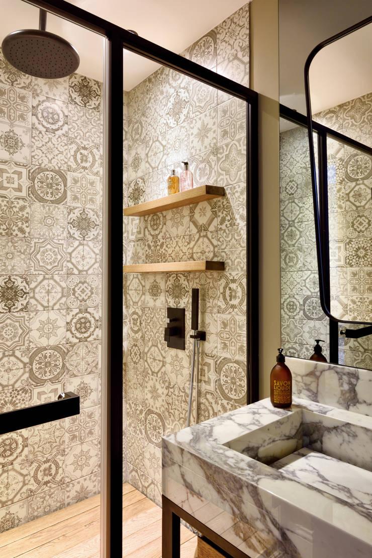 modern Bathroom by Esra Kazmirci Mimarlik