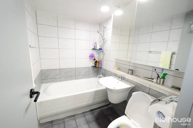 어반 모던 스타일 – 대우 대창 인테리어: 씨엘하우스의  욕실