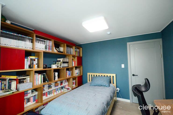 어반 모던 스타일 – 대우 대창 인테리어: 씨엘하우스의  방