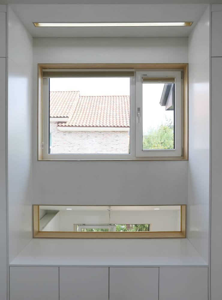전주 락앤락 하우스: 위빌종합건설의  창문,