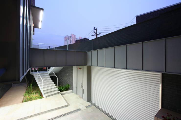 성당동 검은 벽돌집: 건축사사무소 힘의  주택