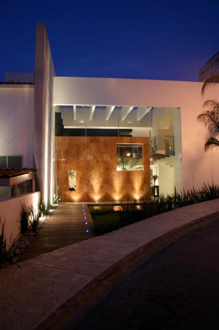 Houses by MICHEAS ARQUITECTOS