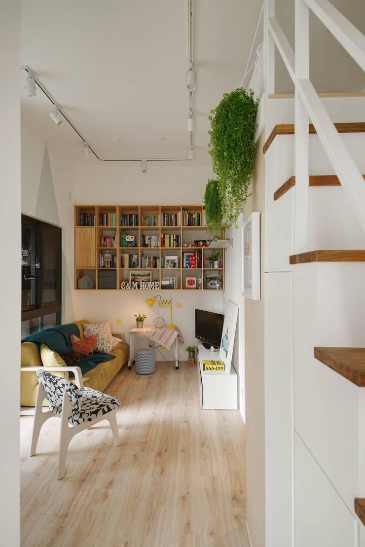 客廳與書櫃:  客廳 by 一葉藍朵設計家飾所 A Lentil Design