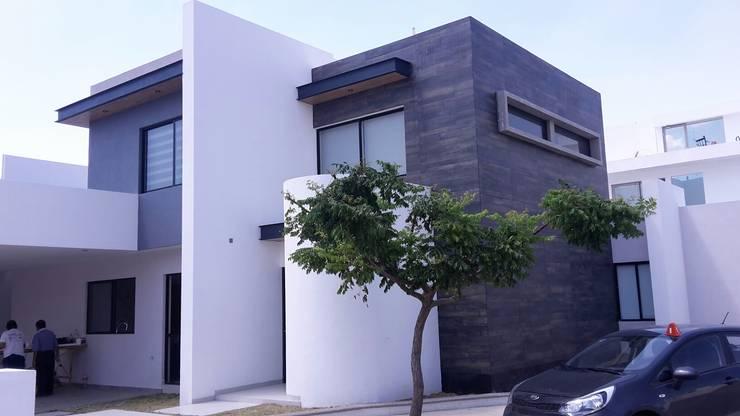 CASA-EM: Casas de estilo moderno por RIVERA ARQUITECTOS