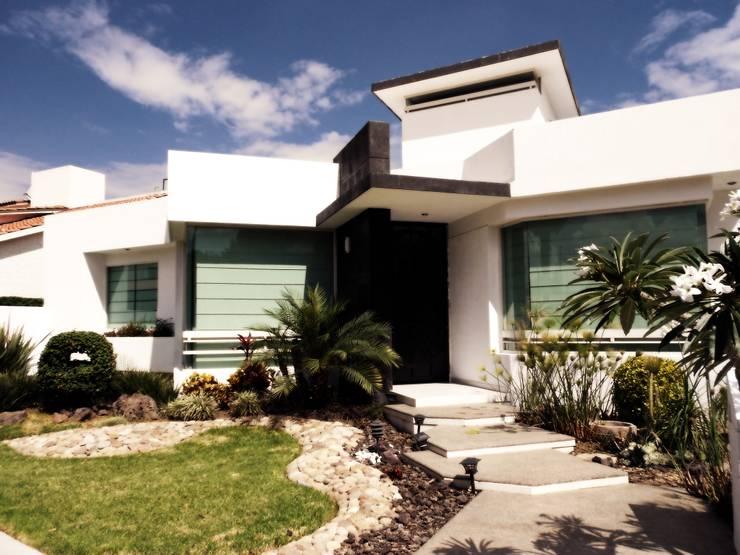 CASA-EL: Casas de estilo moderno por RIVERA ARQUITECTOS