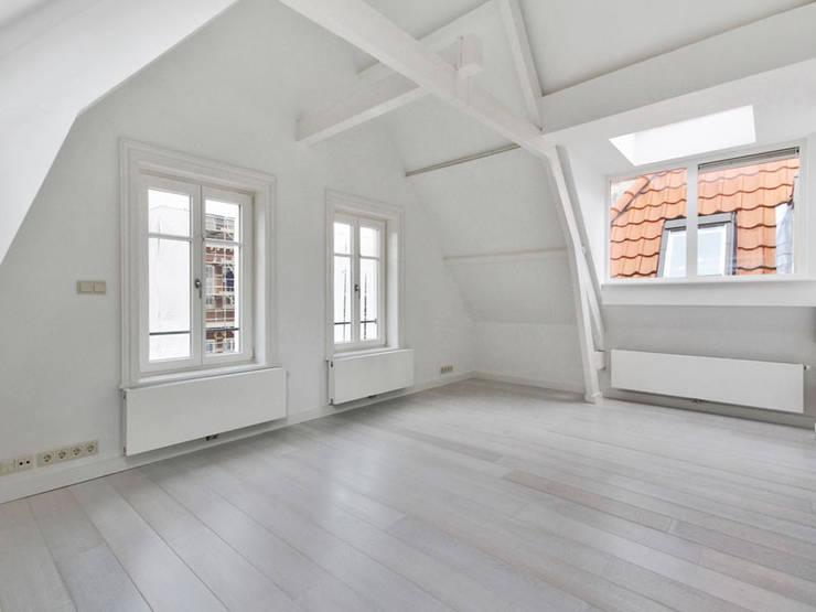 SVA architecten:  Studeerkamer/kantoor door SVA architecten, Modern Hout Hout