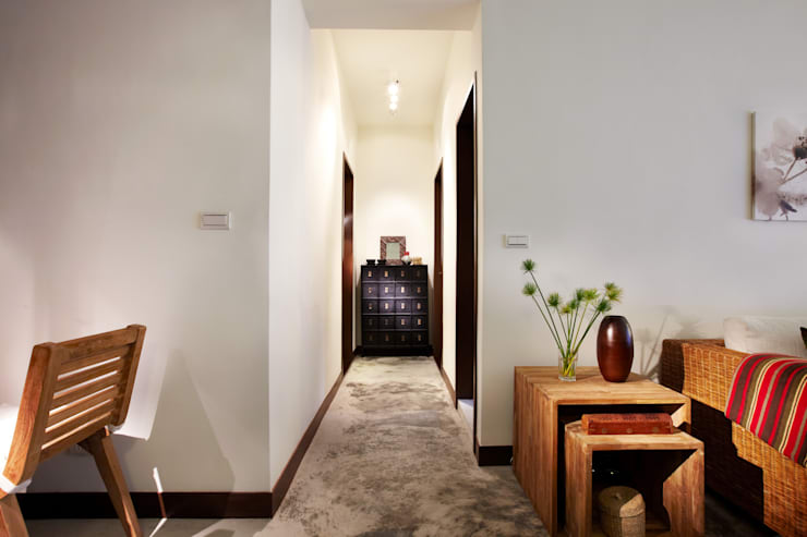 Corridor & hallway by 弘悅國際室內裝修有限公司