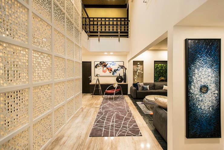 Lobby:  Corridor & hallway by Studio An-V-Thot Architects Pvt. Ltd.,Modern
