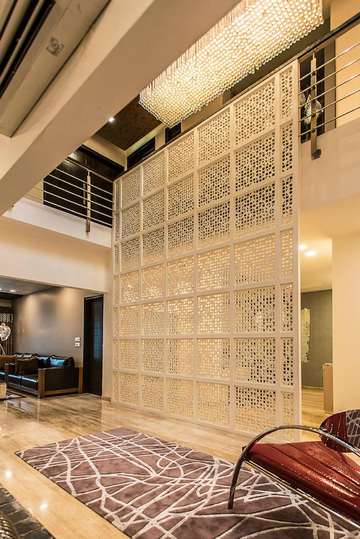 Jali:  Corridor & hallway by Studio An-V-Thot Architects Pvt. Ltd.,Modern
