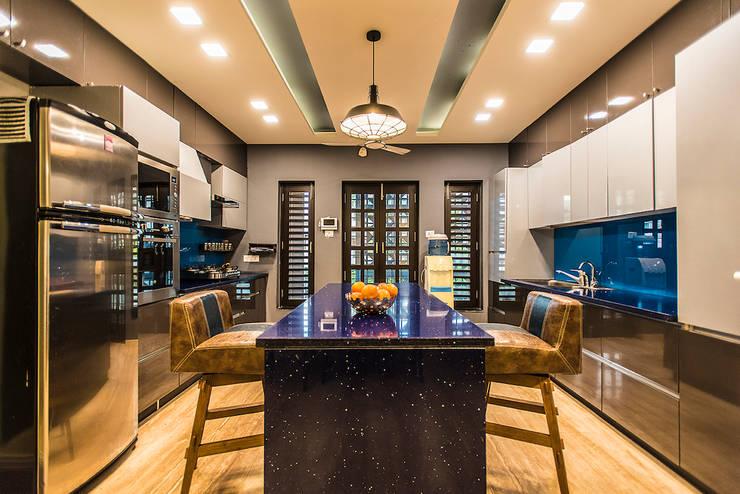 Kitchen:  Kitchen by Studio An-V-Thot Architects Pvt. Ltd.