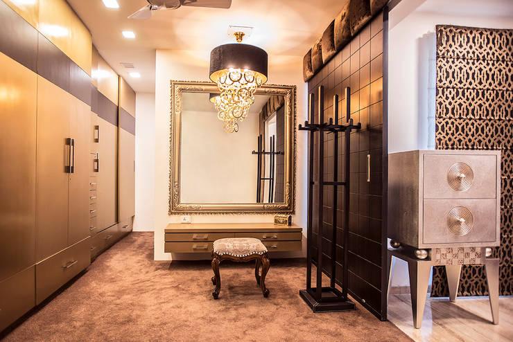 Walk-in-closet: modern Dressing room by Studio An-V-Thot Architects Pvt. Ltd.