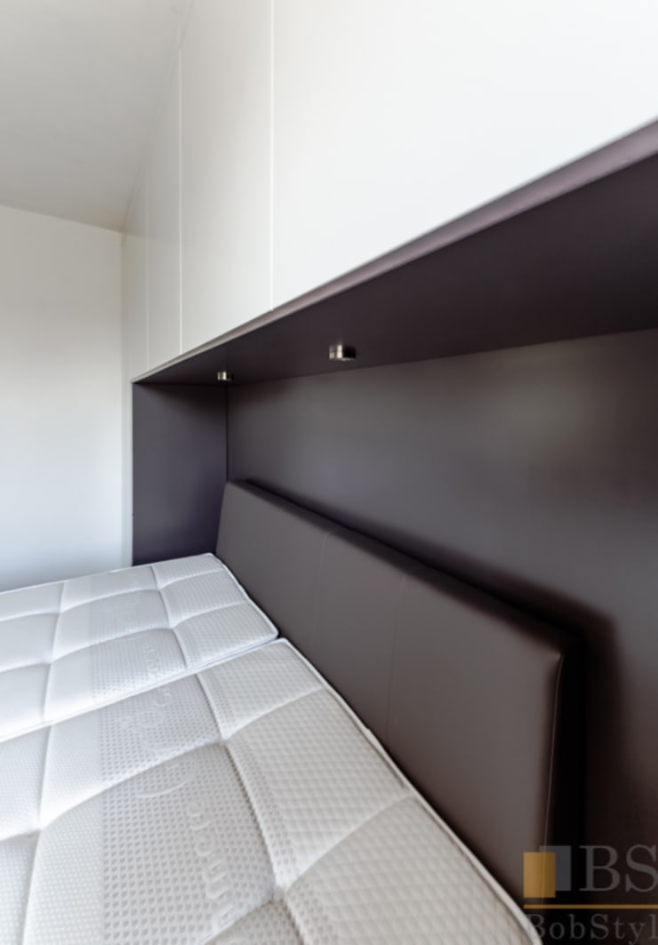 szafa zabudowana: styl , w kategorii Sypialnia zaprojektowany przez PPHU BOBSTYL