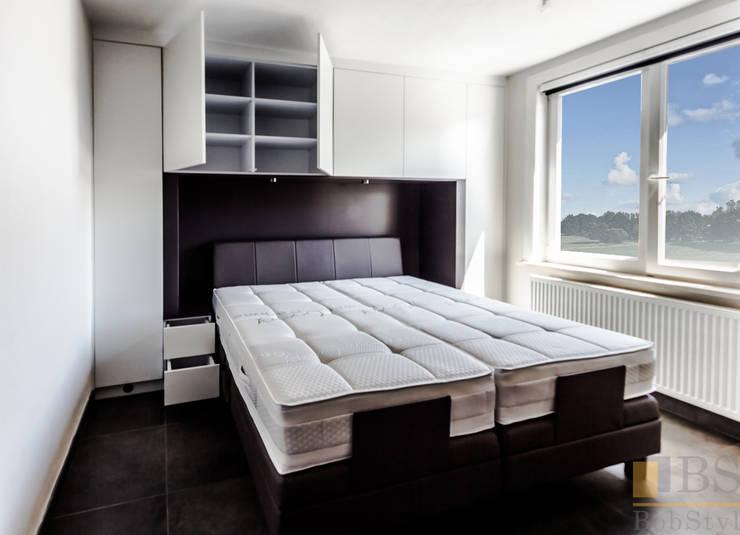 Szafa biała: styl , w kategorii Sypialnia zaprojektowany przez PPHU BOBSTYL
