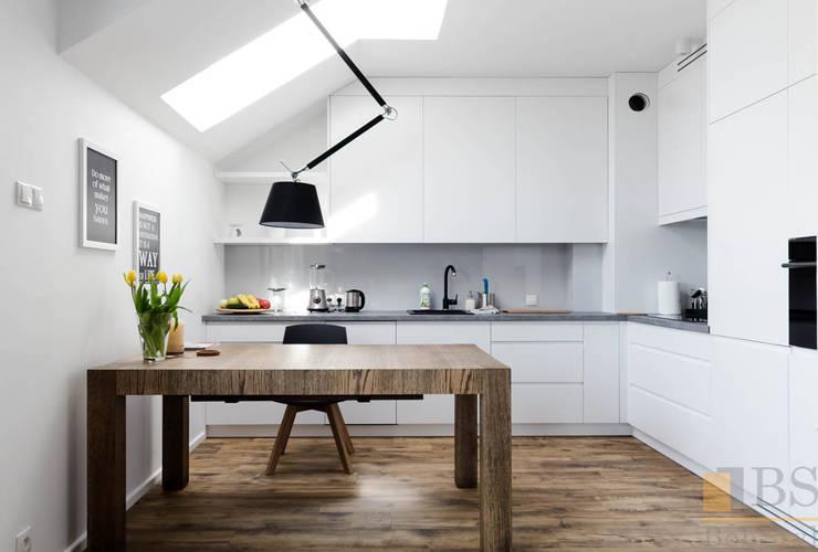 Nowoczesna kuchnia: styl , w kategorii Kuchnia zaprojektowany przez PPHU BOBSTYL,