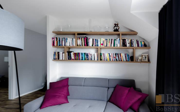 Regał na książki: styl , w kategorii Salon zaprojektowany przez PPHU BOBSTYL,