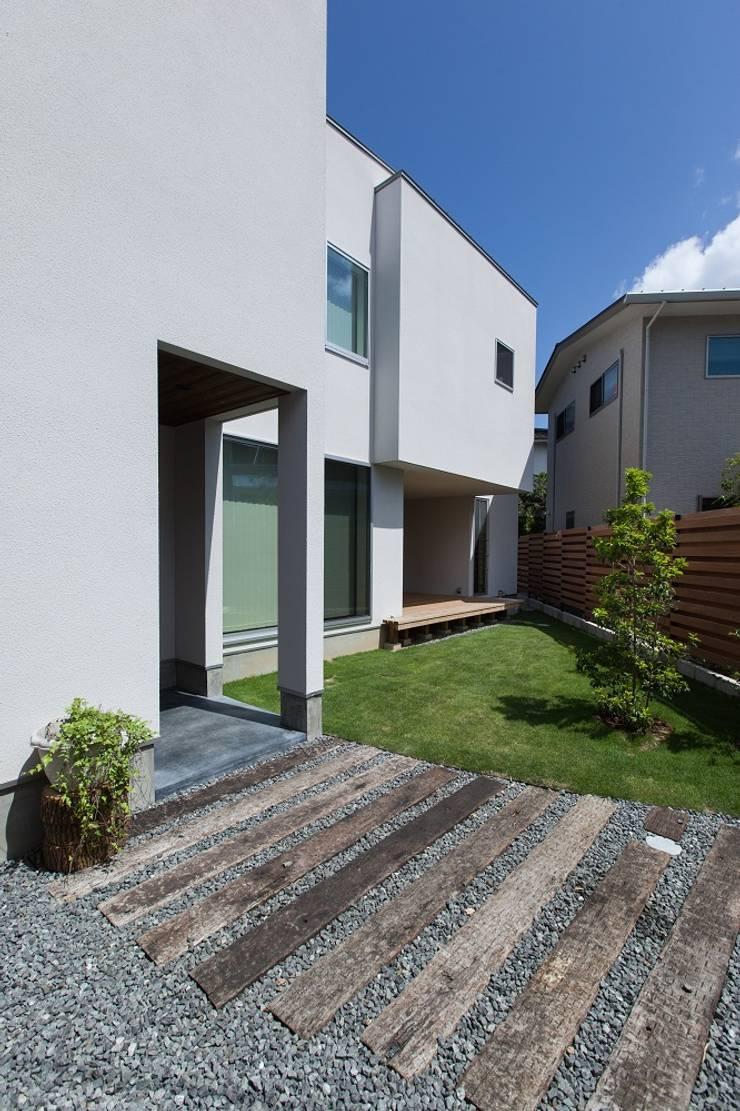 Houses by 株式会社ココロエ, Modern