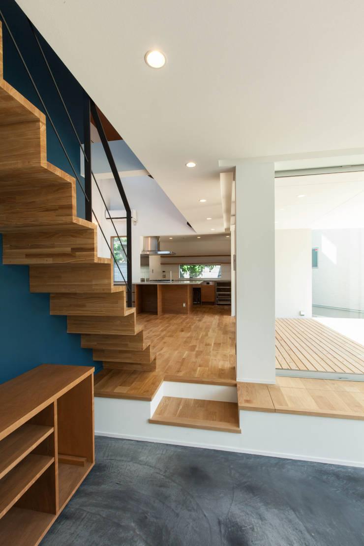 Living room by 株式会社ココロエ, Modern