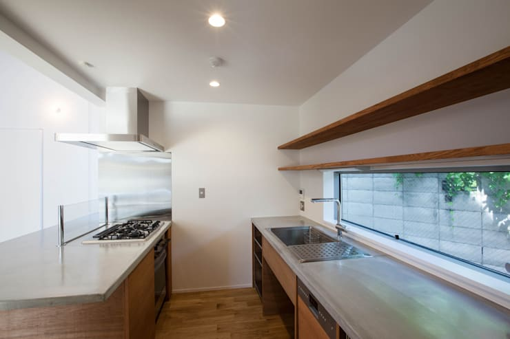 Kitchen by 株式会社ココロエ, Modern