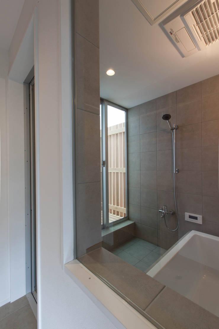Bathroom by 株式会社ココロエ, Modern