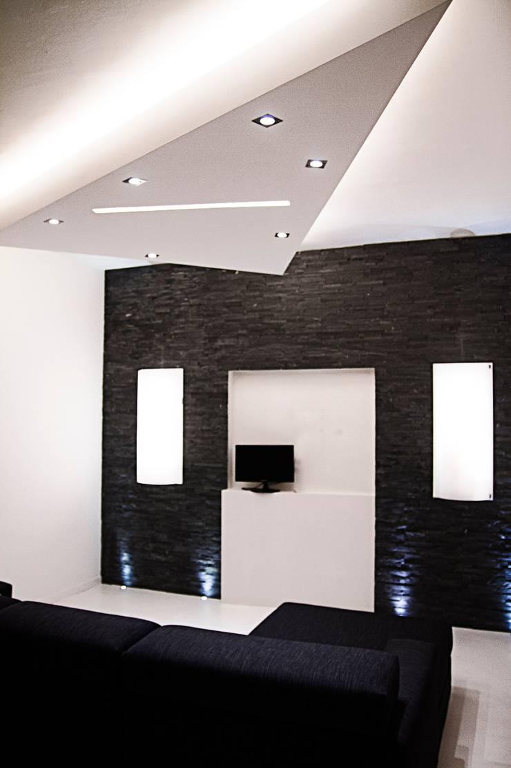Minimalist living room by Luca Alitini Minimalist Stone