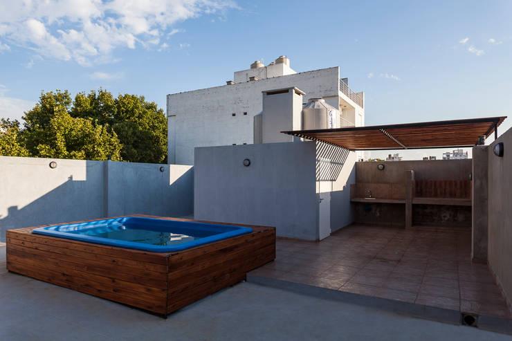 Terrazas de estilo  por Garnerone + Ramos Arq.