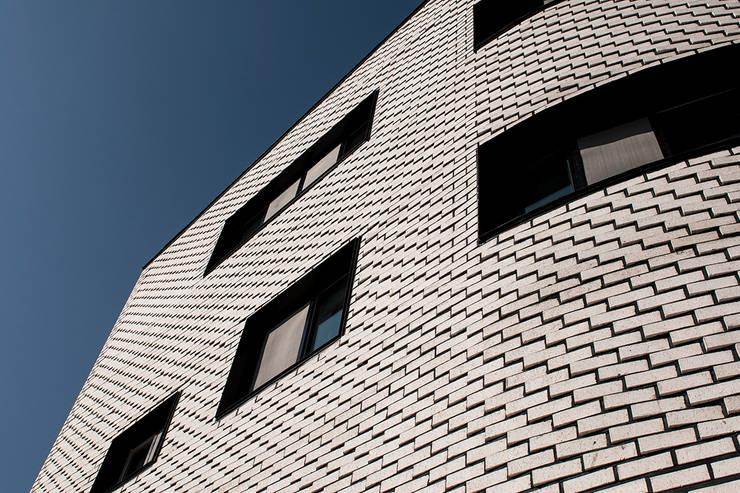 둥글둥글_춘천시 신동면 증리 880-4 상가주택: AAG architecten의  주택,