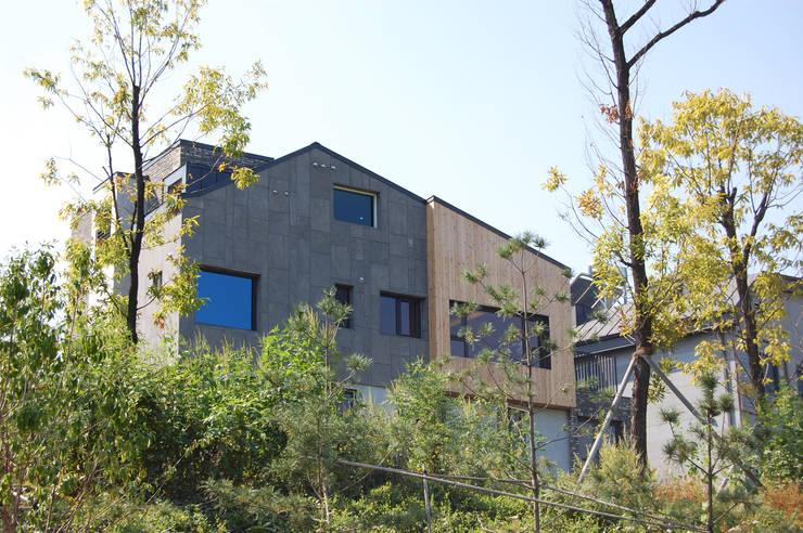 온유재_광명시 일직동 503-12 상가주택: AAG architecten의  주택,