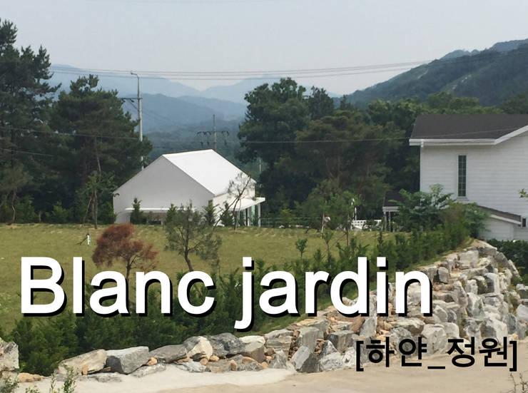 Blanc jardin: AAPA건축사사무소의  주택,