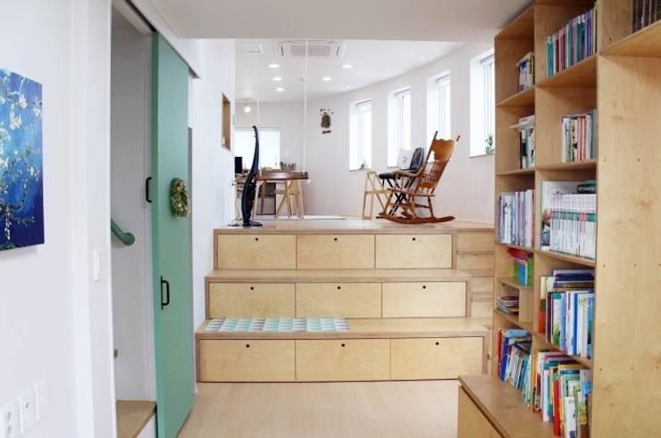 나무고래.집: AAPA건축사사무소의  드레스 룸,모던