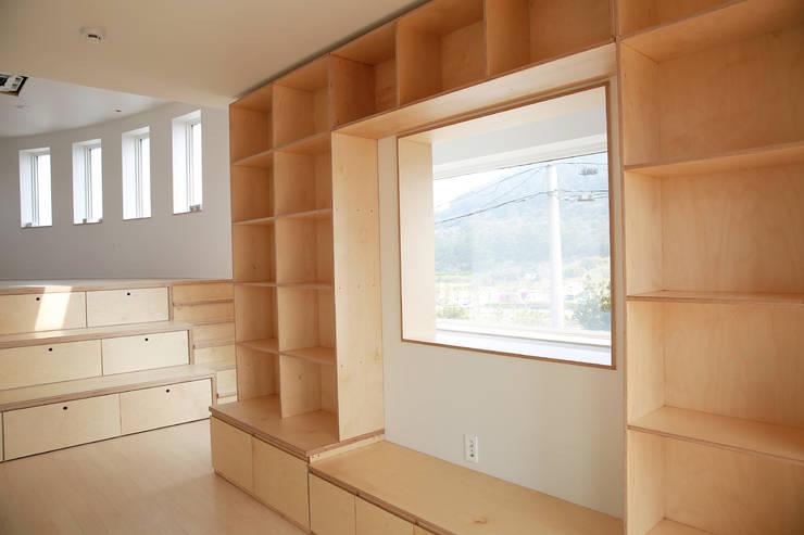 Ruang Kerja by AAPA건축사사무소
