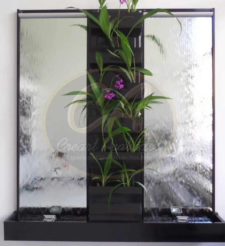 Espejos de agua con muro verde central: Paisajismo de interiores de estilo  por Creart Acabados,