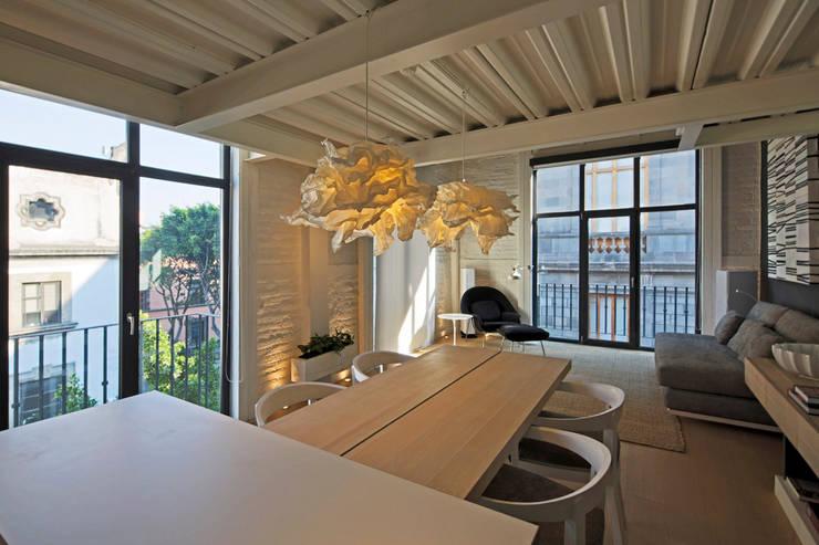 Departamento 15: Comedores de estilo  por Boué Arquitectos
