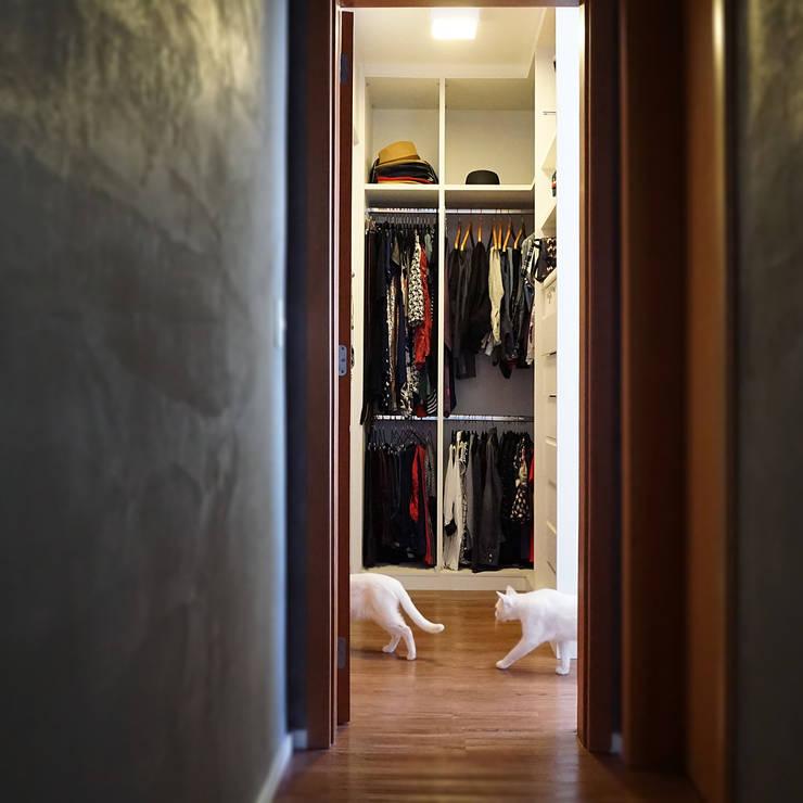 Projekty,  Garderoba zaprojektowane przez Lelalo - arquitetura e design