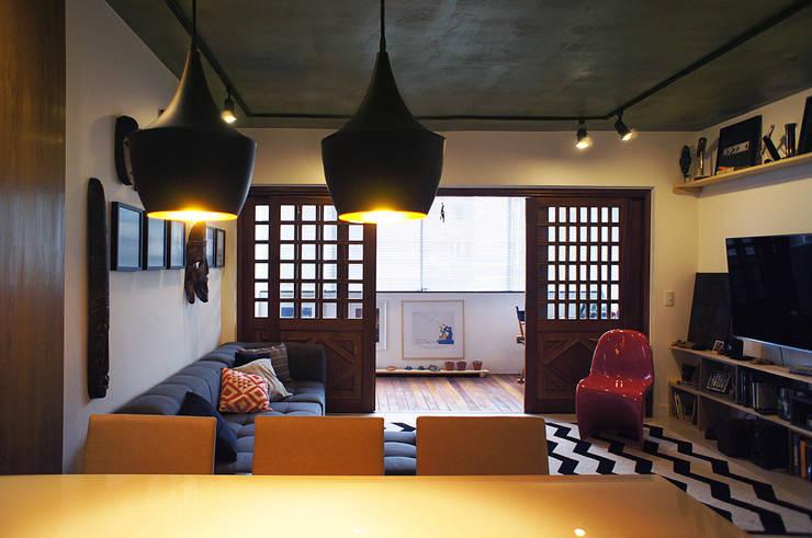 Salas / recibidores de estilo  por Lelalo - arquitetura e design