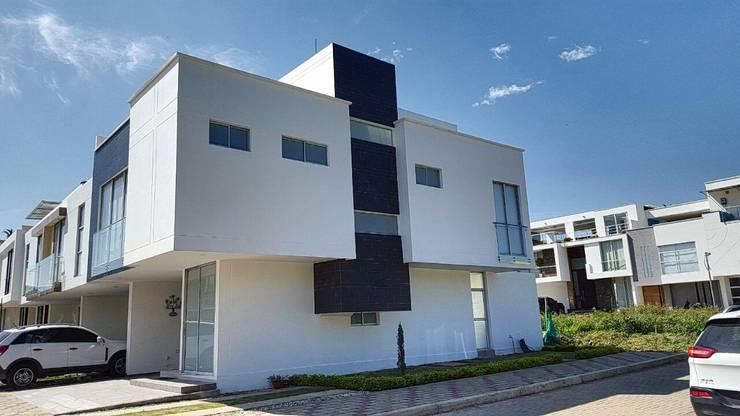 casas  punta colorados: Casas de estilo  por CONSTRUCTOR INDEPENDIENTE