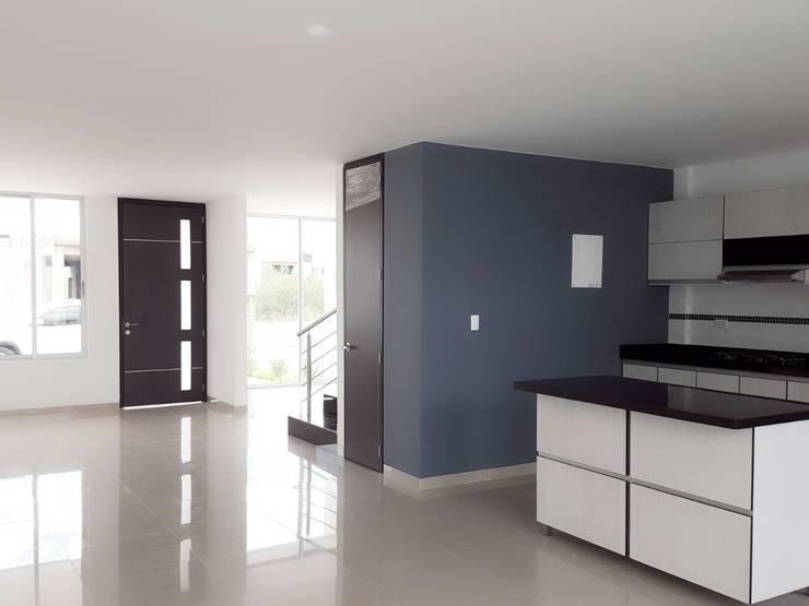 casas niza: Salas de estilo  por CONSTRUCTOR INDEPENDIENTE