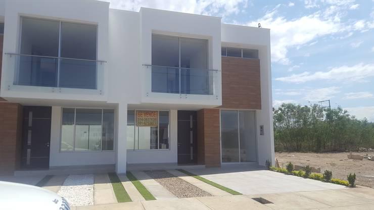 casas niza: Casas de estilo  por CONSTRUCTOR INDEPENDIENTE